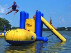Watertrampoline slide combo