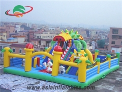 Opblaasbare jungle funland